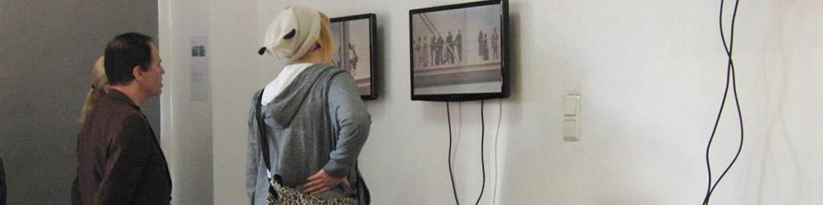 Ausstellungen, Werkstattgespräche und Performances